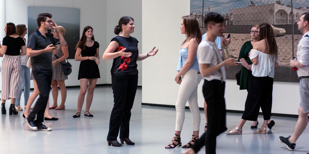 Blogger knüpfen Netzwerke in Kunstausstellung