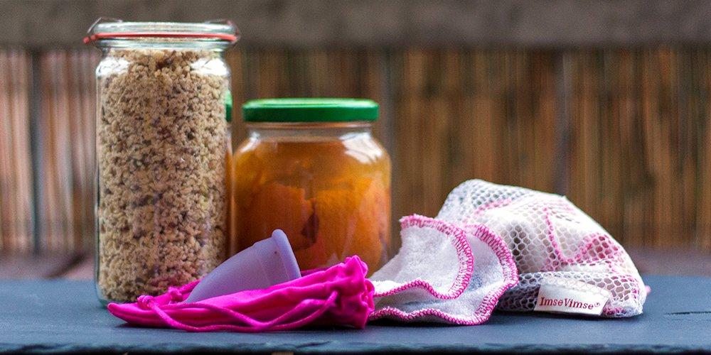 Kastanienwacshmittel, Citrusschalen-Reinigungsmittel, Menstruationstasse und waschbare Abschminkpads für die europäische Woche der Abfallvermeidung