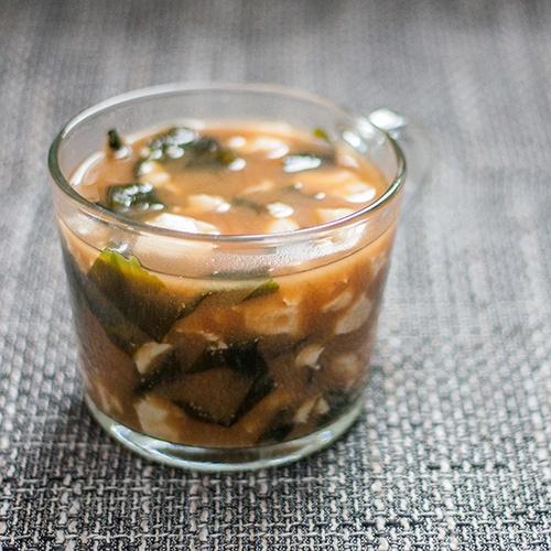 Vegane Misosuppe aus Gemüsebrühe