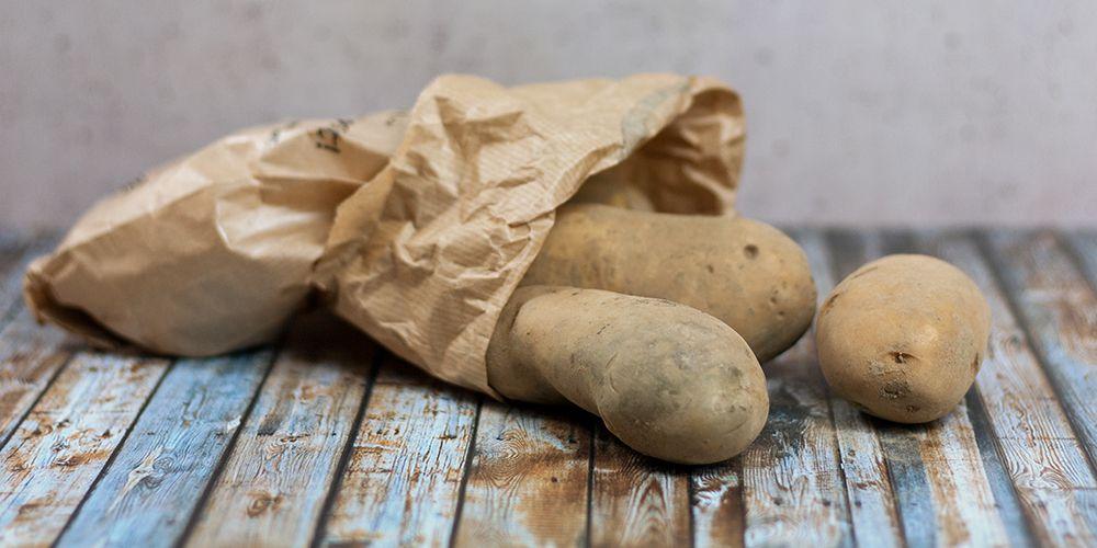 Kartoffeln im Papiertütchen