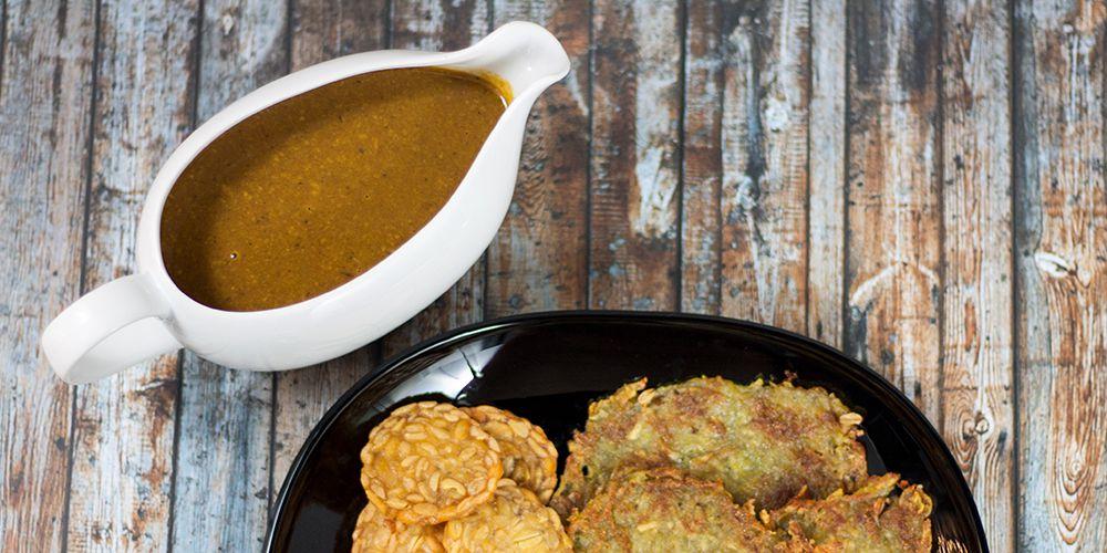 Tempeh, Kartoffelpuffer und dunkle Soße vegan