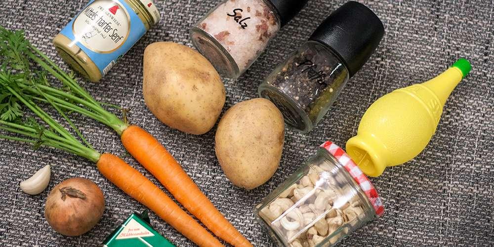 Karotten, Kartoffeln und Cashews für vegane Sauce