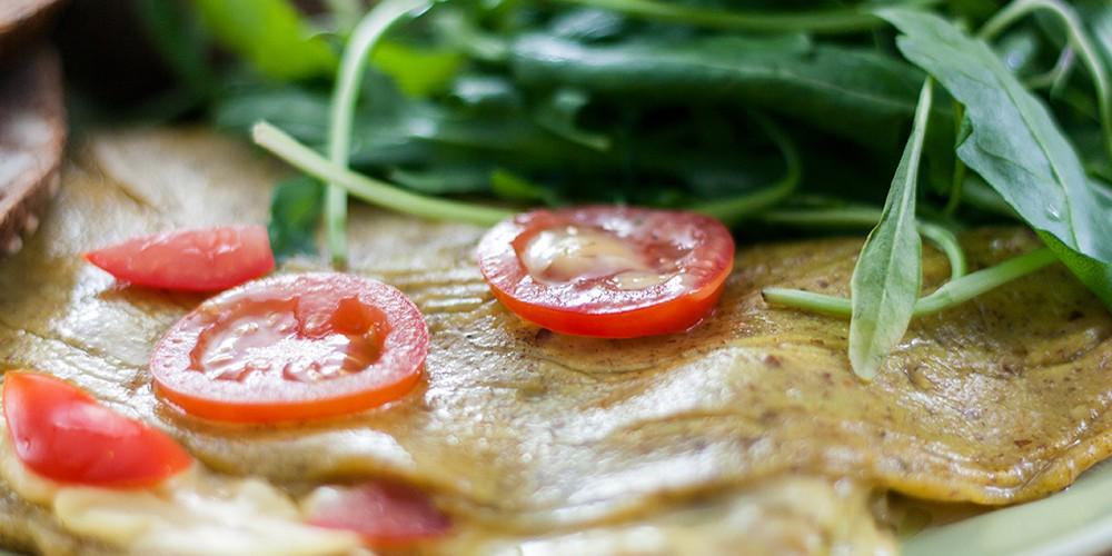 Tofuomelett mit Tomaten und Rucola