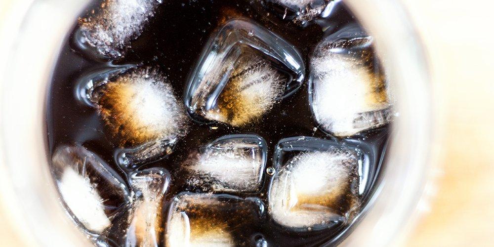 Lupinenkaffee mit Eiswürfeln