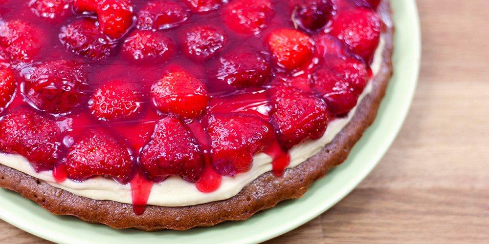 Veganer Erdbeerkuchen Mit Schoko Biskuitboden Und Buttercreme