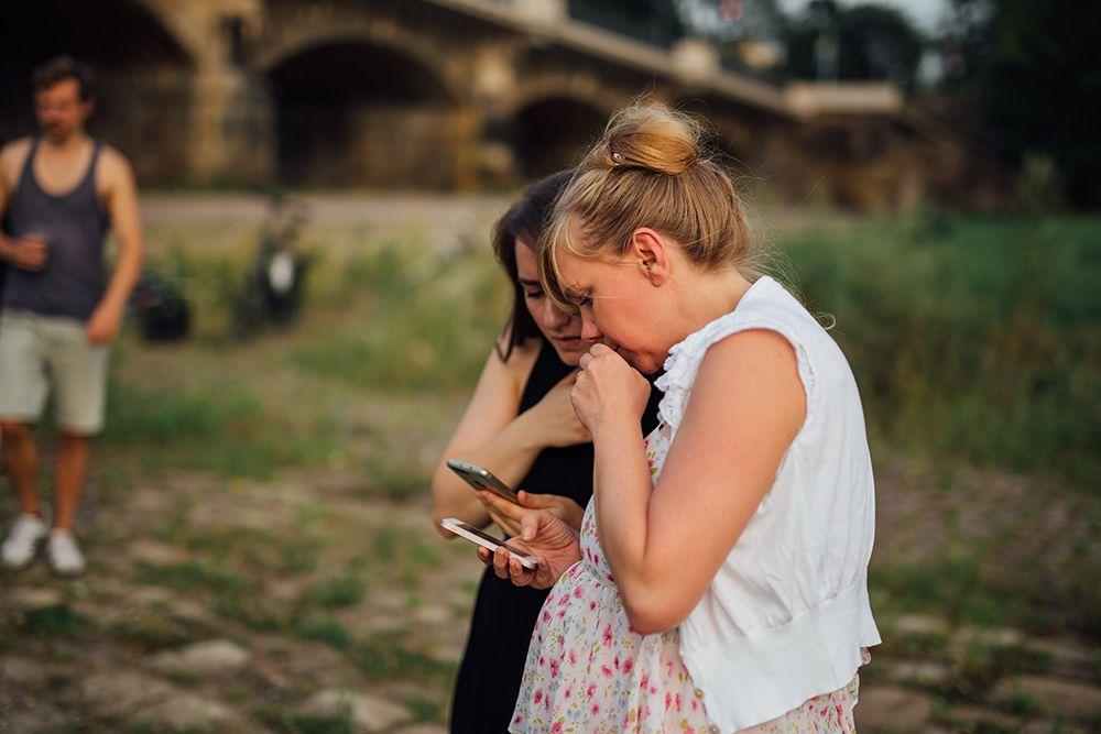 BloggerInnen schauen oft auf Smartphones