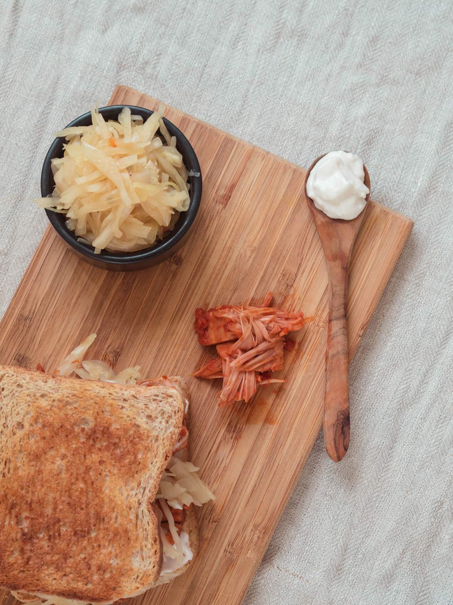 Sandwich mit Jackfruit nach Pulled Pork Art
