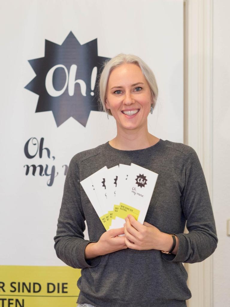 Anika Jankowski mit neuem Rollup und Faltblättern
